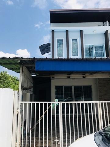 ขายทาวน์เฮาส์ 2 ชั้น หมู่บ้านศิริลดา เนื้อที่ 26 ตร.วา 3 ห้องนอน 2 ห้องน้ำ ราคา 1,800,000 บาท