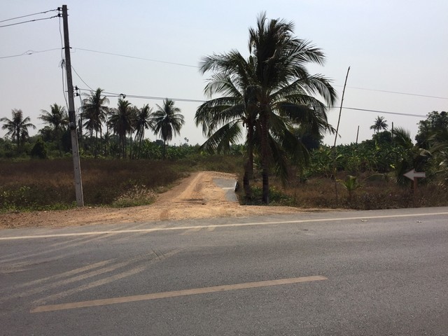 ขายที่ดินเปล่า ลดราคาจากเดิมมาก 18 ไร่ 89 ตารางวา ทำเลดีมาก ในถนนสายบ้านปทุม อ.สามโคก  ใกล้ทางด่วน