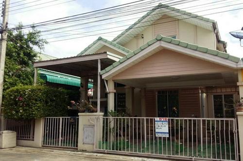 ขายบ้านแฝด 1.5 ชั้น เนื้อที่ 37 ตารางวา หมู่บ้านสินทรัพย์ 2  คลองสี่ ธัญบุรี