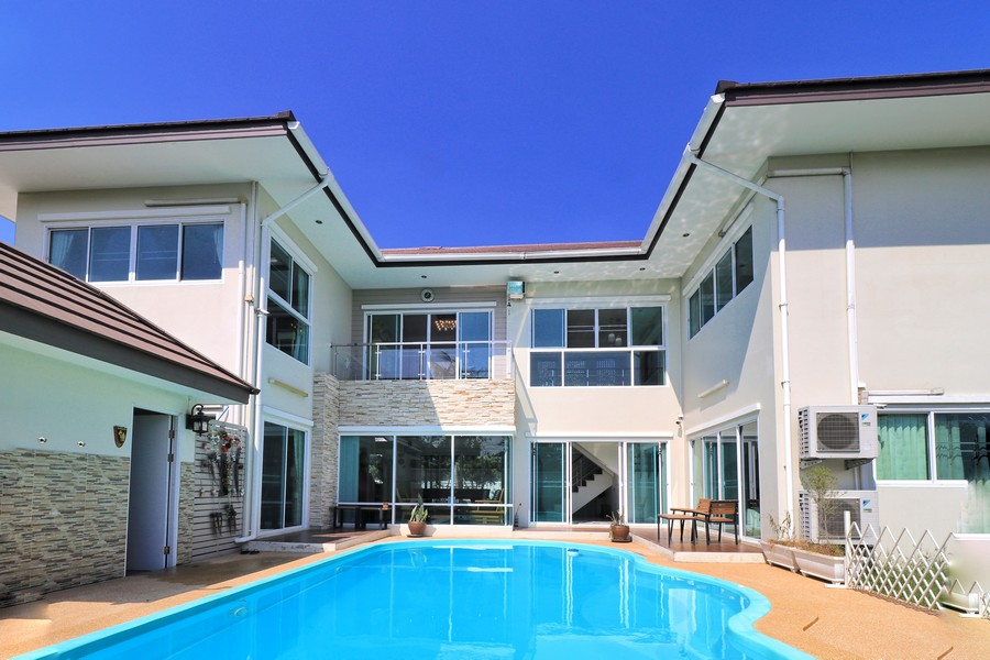 ขายบ้านหรู 2 ชั้น พร้อม สระว่ายน้ำ ใจกลางเมือง นครปฐม พร้อมบรรยากาศร่มรื่น น่าอยู่มาก