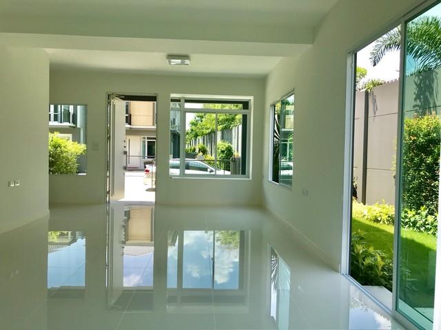 ขายถูก บ้านแฝด Inizio 3 Pinklao-Wongwaen Private Zone บ้านใหม่ หลังมุม