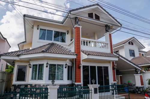 ขายบ้านเดี่ยว 3,200,000 บาท บ้าน2ชั้น  3 ห้องนอน 3 ห้องน้ำ 1 ห้องครัวเฟอร์นิเจอร์บิ้วอิน