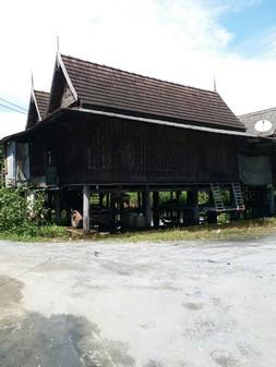 ขายถูก ที่ดิน บ้านทรงไทย ริมแม่น้ำท่าจีน ใกล้วัดไร่ขิง  ซอย ท่าลาด 5/1 โฮมสเตย์ ร้านอาหาร