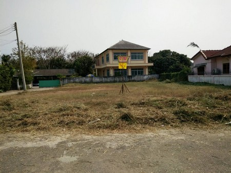 ขาย ที่ดินสวยกว้างทำเลดีในโครงการหมู่บ้าน  ตำแหน่งหัวมุมถนน ติดถนน