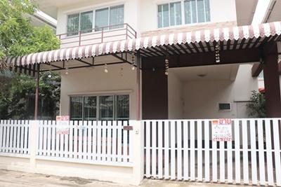 บ้านแฝด 2ชั้นหมู่บ้านเอื้อประชารังสิต ต. สวนพริกไทย อ. เมือง จ. ปทุมธานี 36 ตรว.