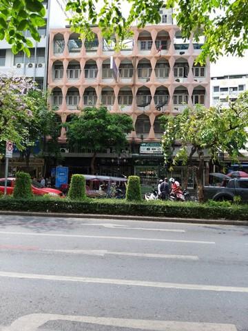 ขายอาคารพาณิชย์ ติดถนนสีลม อาคาร 5 ชั้นครึ่ง เนื้อที่ 27 ตารางวา หน้ากว้างติดถนน 6 เมตร063 4211 269