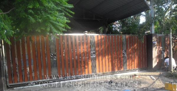 ประตูสแตนเลสผสมไม้