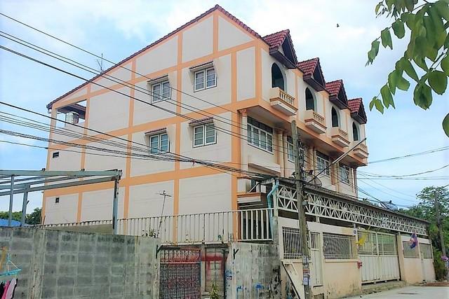 ขายอาคารพานิชย์ 3.5 ชั้น 4คูหา เนื้อที่ 120 ตรวา ซอยศรีเพชรการเคหะ11 หลังโลตัสศรีนครินทร์