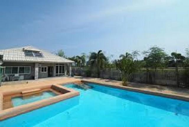 ขายด่วนบ้าน ราคาถูกมาก คุ้มค่า ใกล้ชายทะเลปราณบุรี พร้อมสระว่ายน้ำ