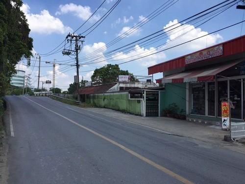 ขายที่ดินพร้อมสิ่่งปลูกสร้างติดถนนพระราม 9แยก13พื้นที่สีส้ม แปลงมุม