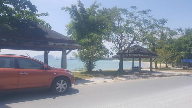 ขายที่ดินริมถนน ติดหน้าหาดทะเลคลองม่วง จังหวัดกระบี่